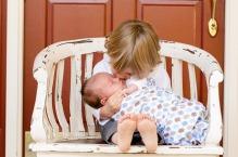 bebe, enfants, frere, soeur, entente, conflit, partage, vivre ensemble
